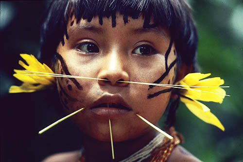Yanomami-girl-by-victor-englebert