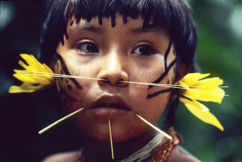 Yanomami-girl-by-victor-englebert
